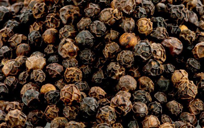 Toevoegen van zwarte peper tijdens het brouwen | Brouwbeesten
